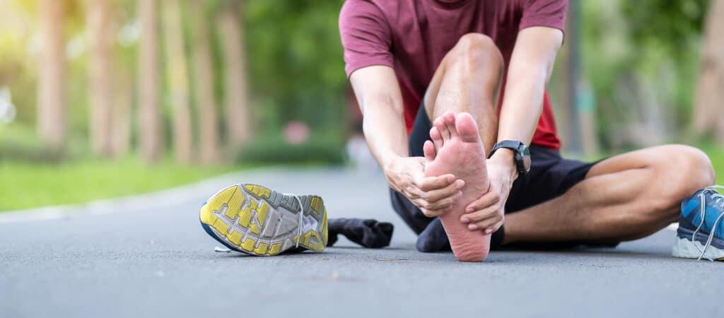 Main with Plantar Fasciitis pain during a run